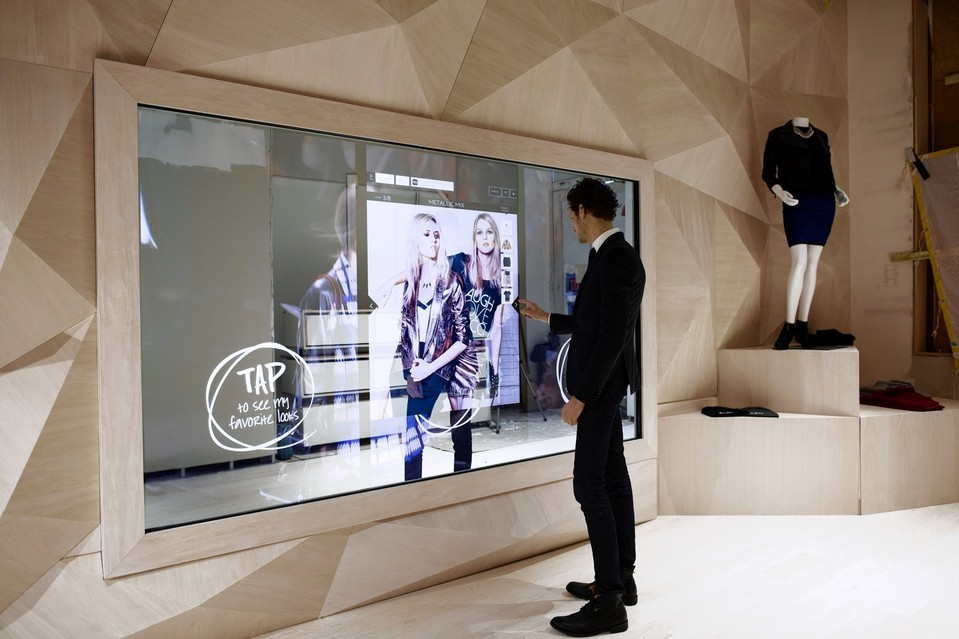 Connected retail stores the future of the high street for Miroir interactif
